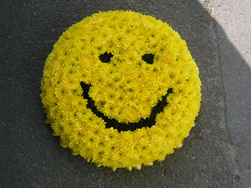 Smiley Face Flower - Clipartion.com